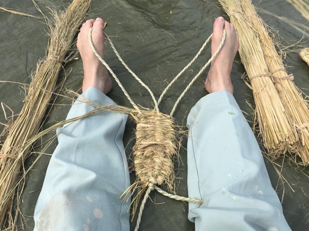 草鞋を編みます